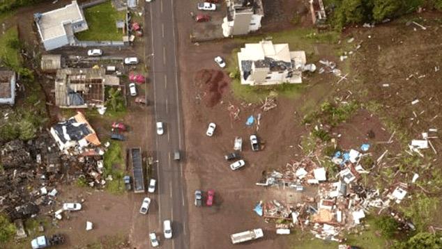 Destruição em Descanso após provável tornado ter atingido o município na última quarta-feira. Crédito: Defesa Civil de SC.