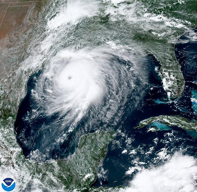 Imagem de satélite do dia 26 de agosto mostra o grande furacão Laura muito próximo à costa da Louisiana. O furacão deve chegar a região nesta noite. Crédito: NOAA